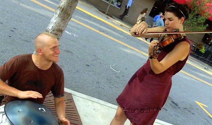 Blake Abyss and Amy Alvey's improv jam on Hang and violin